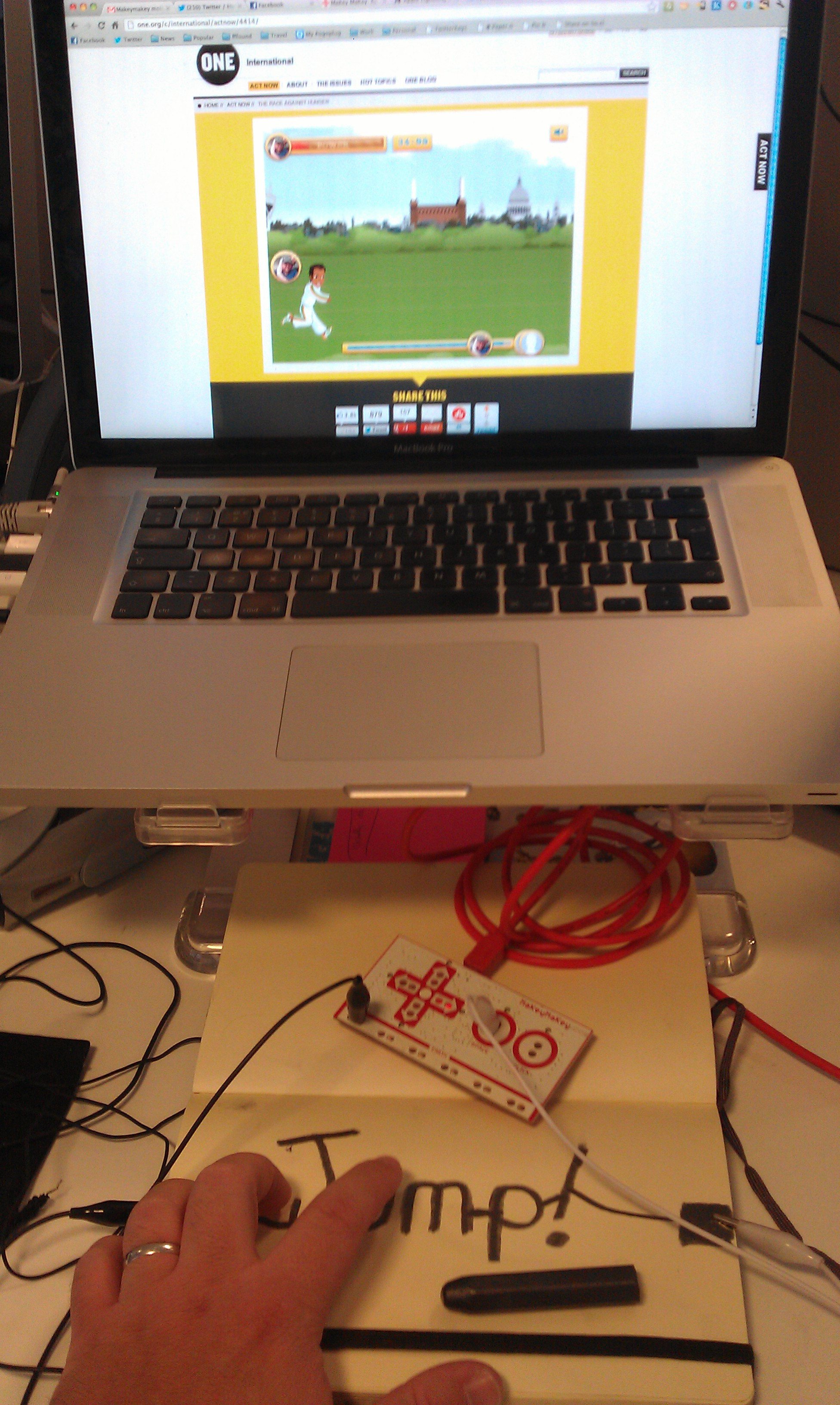 Playing the race against hunger game with a MaKey MaKey